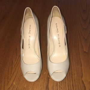 Used Marc Fisher Pumps